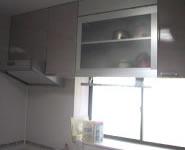 吊り戸棚の収納物を ラクに取り出せる昇降棚