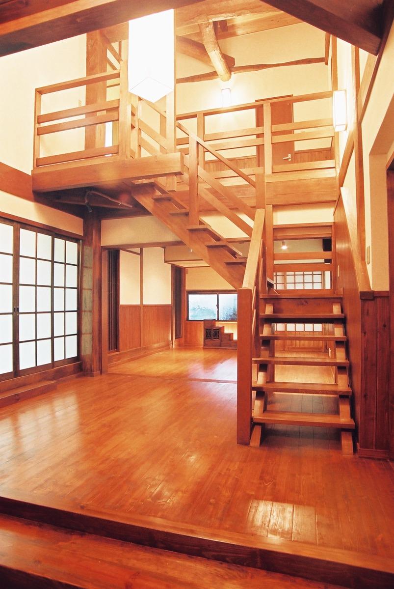 玄関吹き抜け、階段2