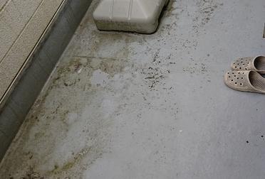 ベランダ防水修理(雨漏り修理)Before