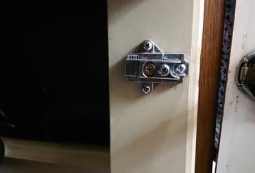 キッチン扉の修理Before